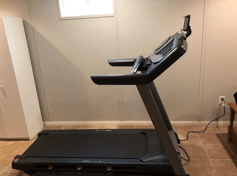 The SMART Performance 600i Treadmill from ProForm comes with a 10-Inch HD Touchscreen