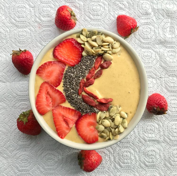 Ka'Chava recipe for Goji Berry, Banana, and Strawberry Smoothie Bowl