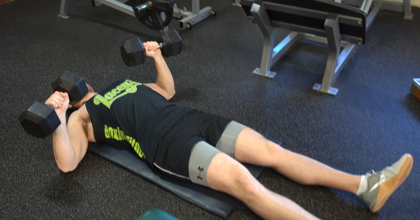 one of the common mistakes that people fall to when doing the Dumbbell Floor Press is Flaring The Elbows Out