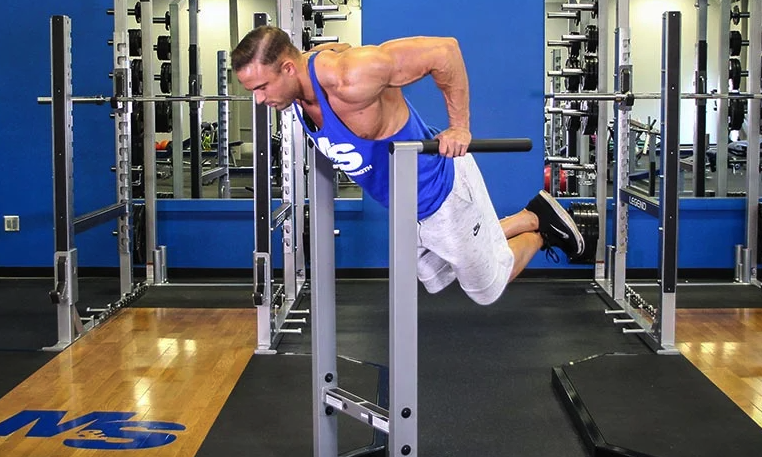 chest dips are a great alternative exercise to floor presses with dumbbells