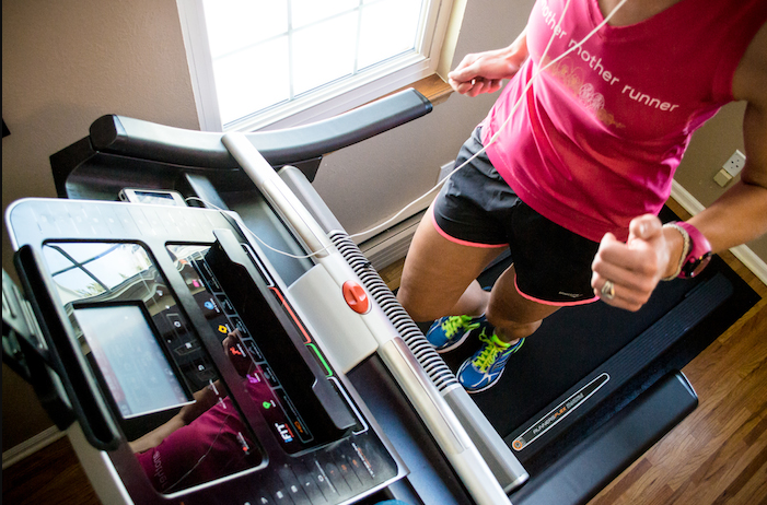 The commercial 1750 comes packed with all the features and functionalities of a modern treadmill