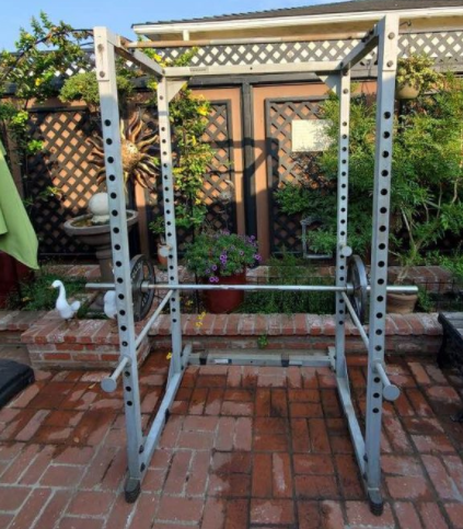 The Body-Solid Powerline PPR200X is a great cheap power rack