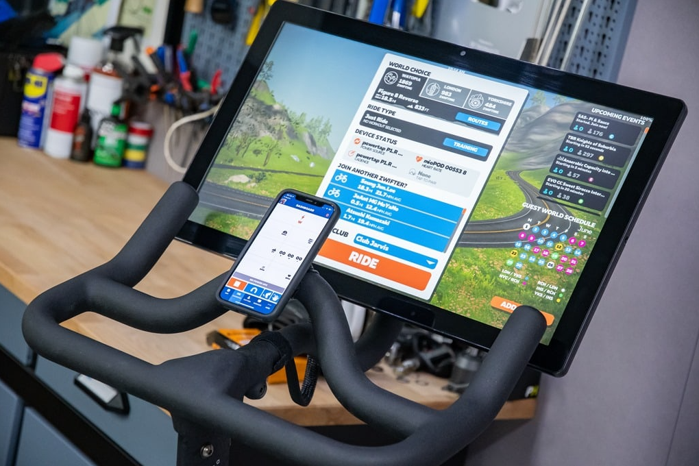 How do both bikes Echelon EX3 and Peloton deal with other apps