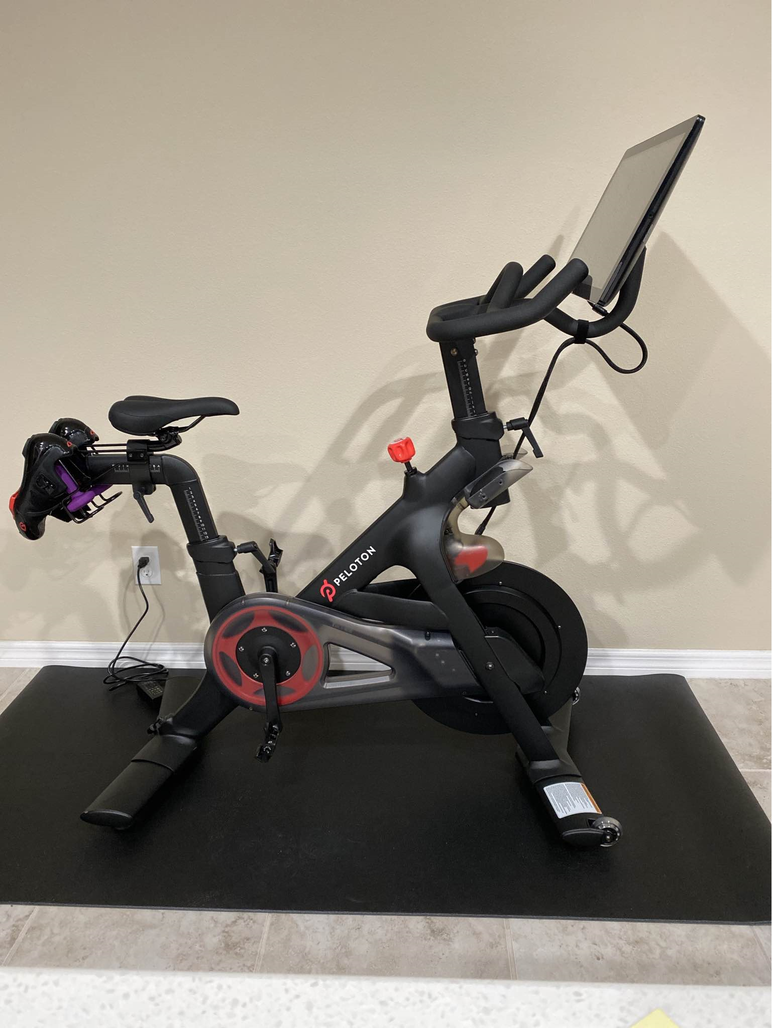 Overview of The Peloton, it's specs and features and how it compares to the Bowflex C6