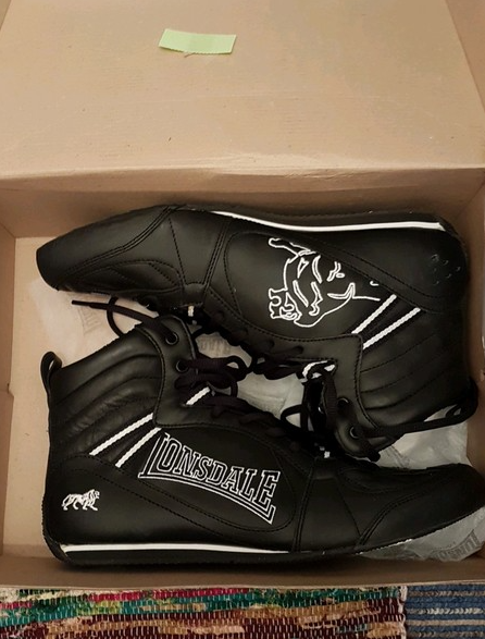 The Lonsdale Boxing Boots For Girls are a great option when looking to buy boxing shoes for women