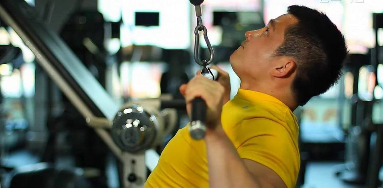 Common mistakes to avoid when doing the lat pulldown exercise
