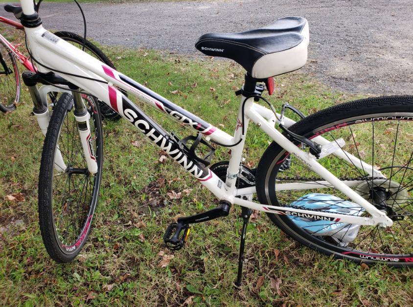 The Schwinn Men's GTX 3 Hybrid Bike is a lightweight option for the city folks